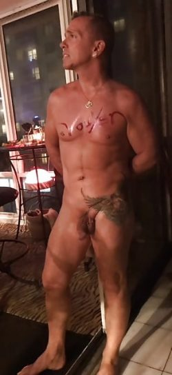 Marc Howard from Oaklawn in Illinois is a born nudist, unashamed exhibtionist and addicted maste ...