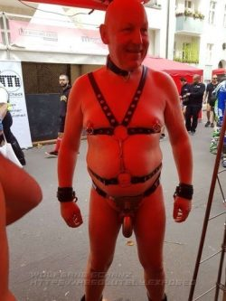 Wolfgang Schanz aka leathermaso is a naked bottom and addicted exhibitionist from Cologne