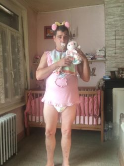 exposing that baby loser