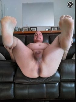 Kentucky Fatass from Clarkson, KY likes to show his spread-open asshole