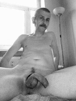 Gay Slut Gerrit Schirmer, Salinenstr. 132 (99086 Erfurt)